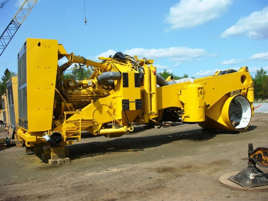Heavy Equipment Frames : Komatsu e truck unit motter equipment